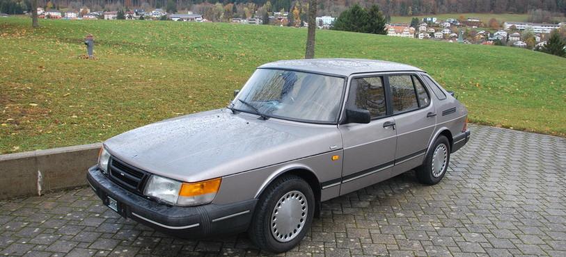 Une voiture SAAB