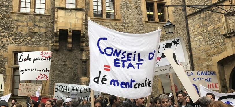 Le gouvernement neuchâtelois est vivement critiqué par le corps enseignants.