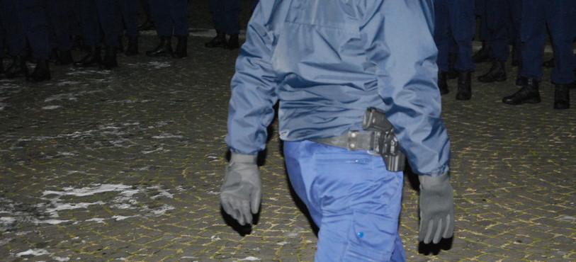 Les aspirants policiers ont reçu leur arme lundi soir.