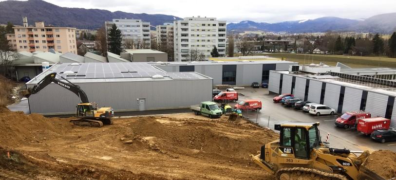 L'entreprise Faivre Energie SA construit pour la fin de l'année une nouvelle halle pour y développer ses activités. Les nouveaux locaux de 1200 mètres carrés serviront aussi à l'entreprise Dukométal et abriteront des surfaces administratives.