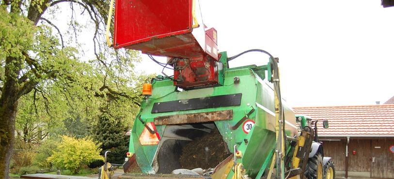 La machine que Christian Weber utilise pour la collecte des déchets verts dans une partie du Val-de-Ruz.