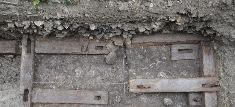 St-Ursanne, Vieille Ville. Fondations en bois du canal de l'ancien mulin de St-ursanne. Photo: OCC-SAP