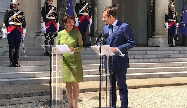 Première visite de la présidente de la Confédération Doris Leuthard à l'Elysée, reçue par le président de la République française Emmanuel Macron.