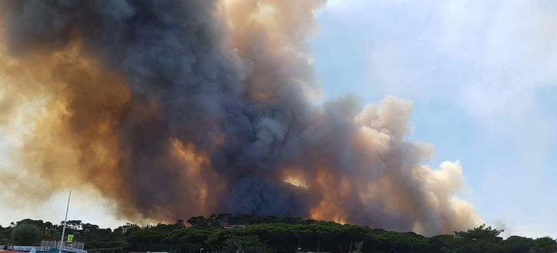 Plusieurs Jurassiens en vacances dans la région de Bormes-les-Mimosas ont été les témoins des incendies qui font rage dans la région.