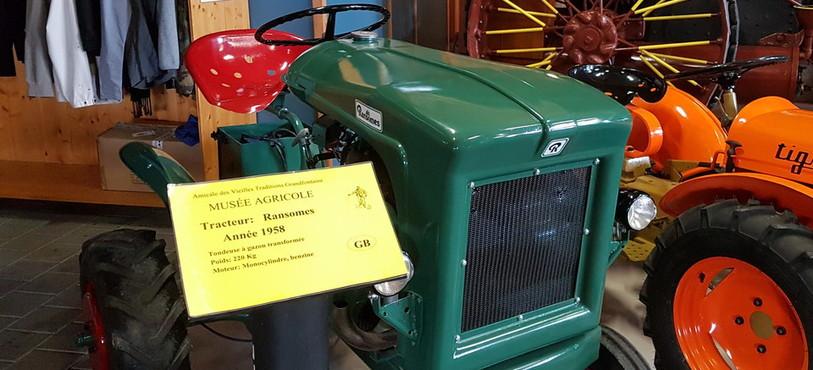 Musée agricole Grandfontaine, tracteur Ransomes 1958