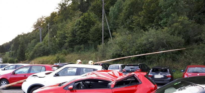 Des tubes de forage ont endommagé des véhicules stationnés à l'hôpital.