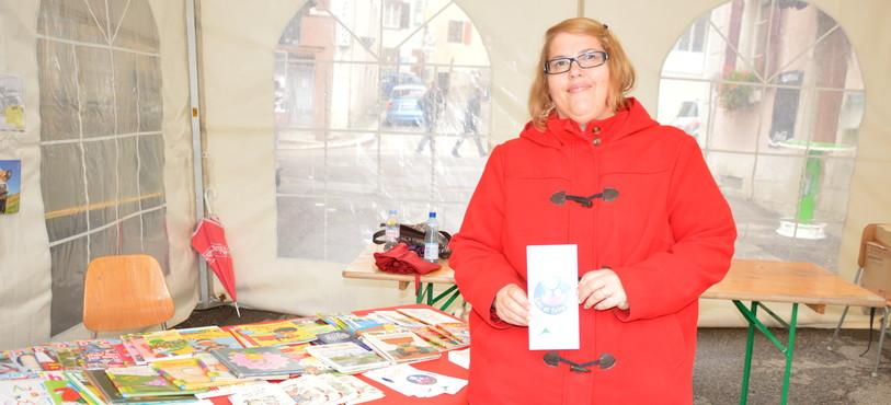 Sandra Darras, l'une des intervenantes au sein de l'association Lire et faire livre, présente à la Foire du livre du Locle.