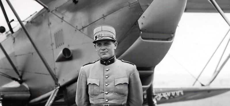 Le Lt Max Mathez devant son son C-35 biplan (1940) (photo archives Tramelan)