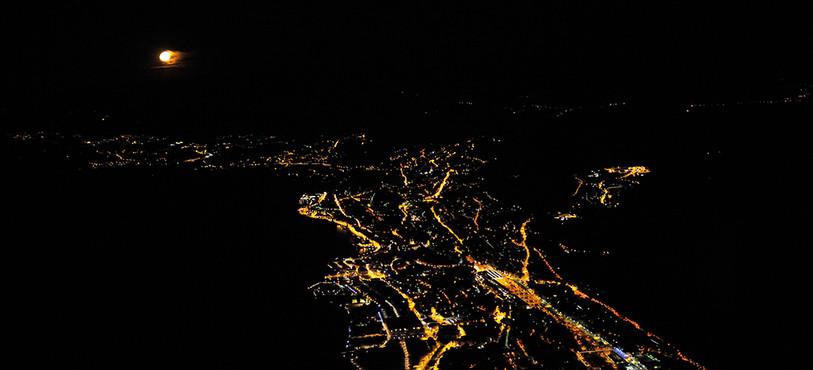 L'éclairage public de Neuchâtel vu du ciel. (Photo: Viteos)