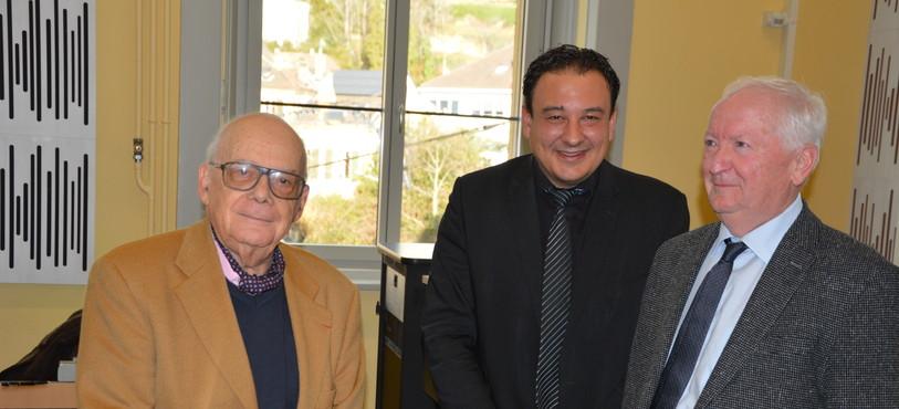 Pierre Centlivres (à gauche) lors de la remise du prix Salut l'étranger.