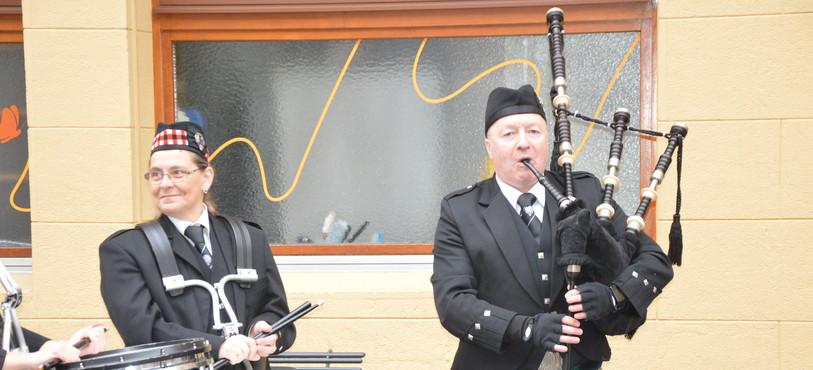 Ambiance musicale pour l'ouverture dominicale des magasins le 17 décembre en ville de Neuchâtel.