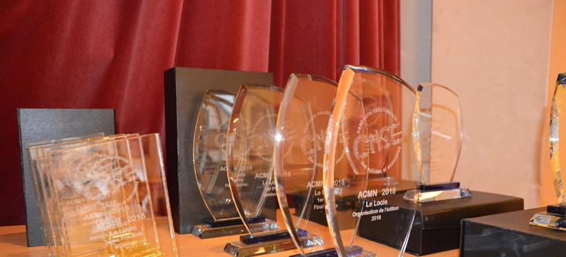 Les coupes remises aux gagnants du 12e Concours neuchâtelois des solistes et ensembles.