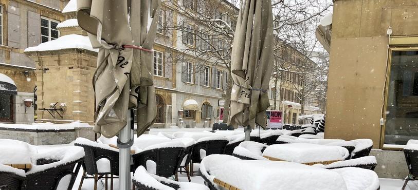 La neige est tombée abondamment en ville de Neuchâtel ce jeudi 1er mars.