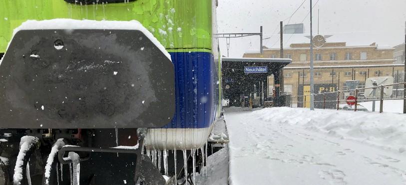 L'importante quantité de neige tombée en plaine a fortement perturbé le trafic ferroviaire.