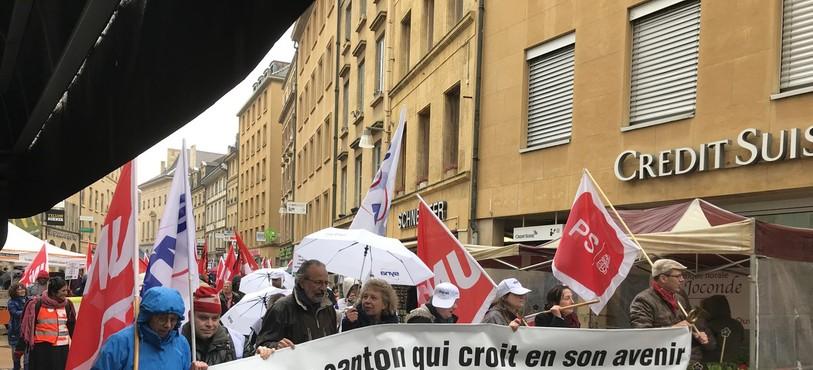 Le défilé s'est déplacé en direction du centre-ville.