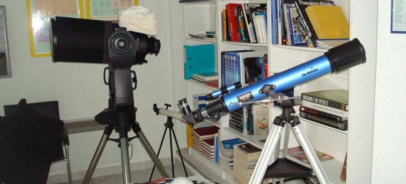 Appareils d'observations et revues sur les astres