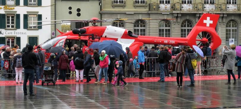 Le public découvre le nouvel hélicoptère
