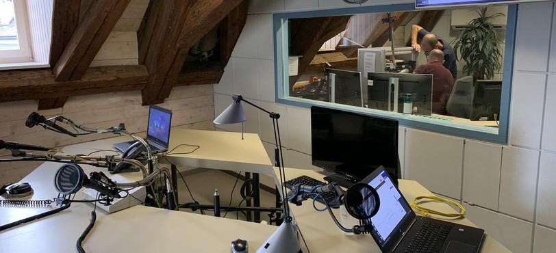 le studio (on voit nos techniciencs qui réfléchissent au démontage)