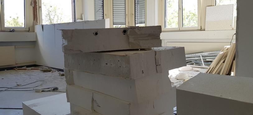 Et des tas de morceaux de mur !