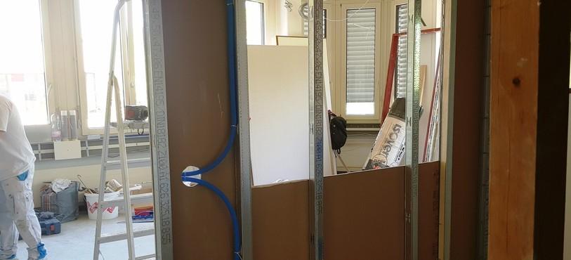 l'emplacement de la vitre a été découpé dans les premiers panneaux