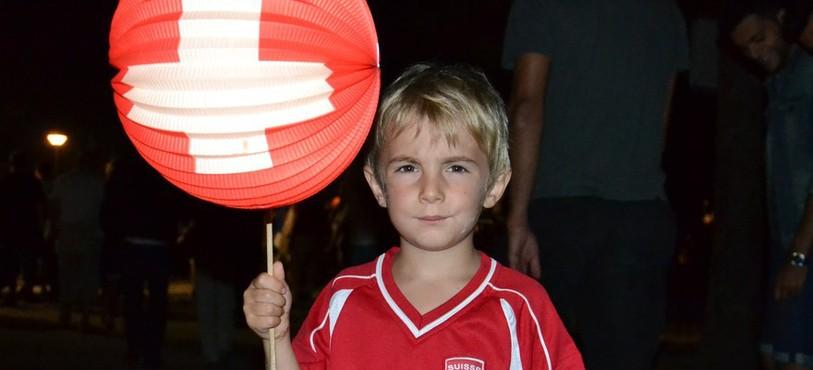 Enfant avec lampion, Premier août