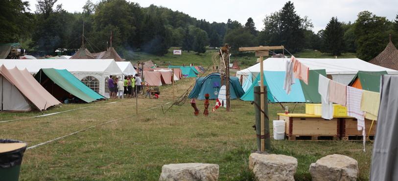 Le camp Magma, entre tentes et lessive