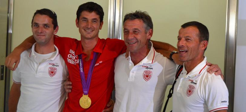Le champion olympique avec ses coéquipiers de l'équipe de Suisse