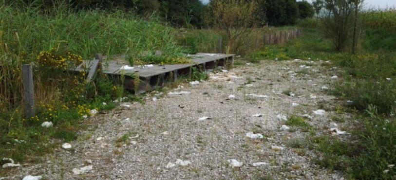 Excréments laissés par les gens du voyage à Courroux