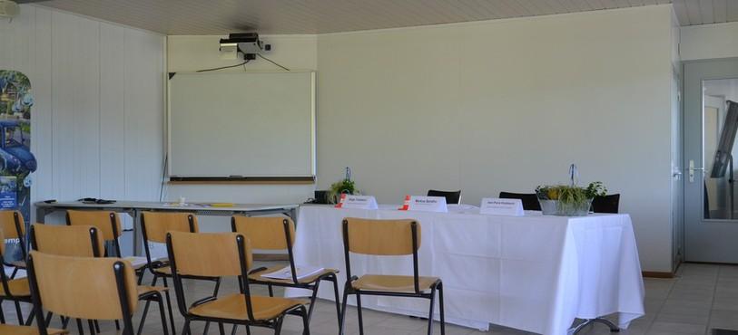 L'une des salles de cours qu'abrite le bâtiment principal.