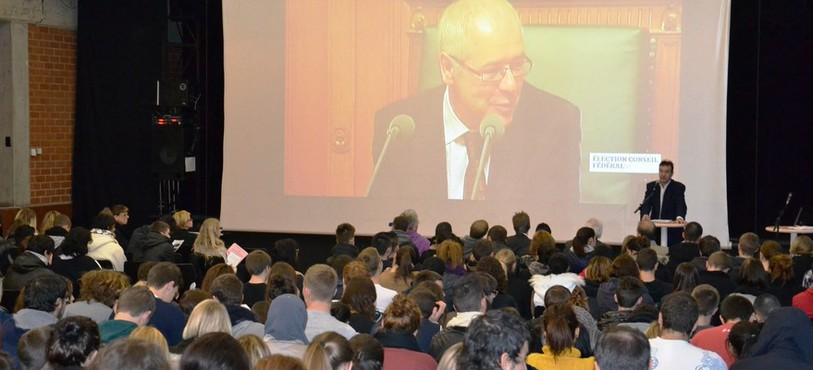 Les étudiants du Lycée Jean-Piaget ont suivi l'élection au Conseil fédéral toute la matinée.