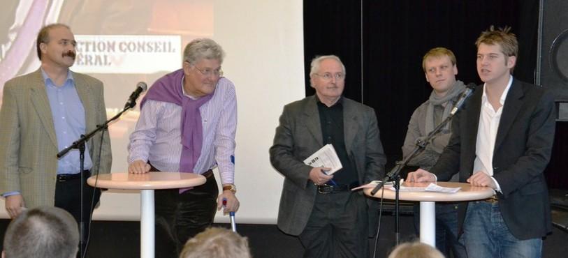 Cinq représentants des partis politiques neuchâtelois sont venus informer les lycéens: Phillipe Bauer (PLR), Pierre-Alain Storrer (PBD), Walter Willener (UDC), Fabien Fivaz (les Verts), Baptiste Hurni (PSN)