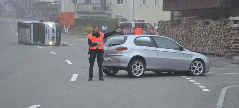 La circulation a été élégamment déviée par la police cantonale bernoise