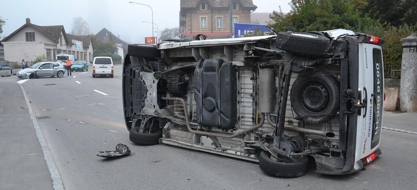 La camionette s'est ensuite renversée