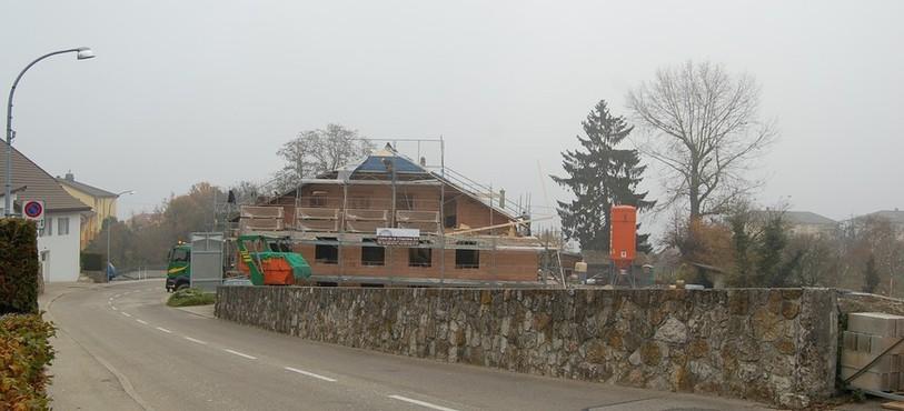 L'ancienne ferme d'habitation en transformation poru accueillir une dizaine d'appartements