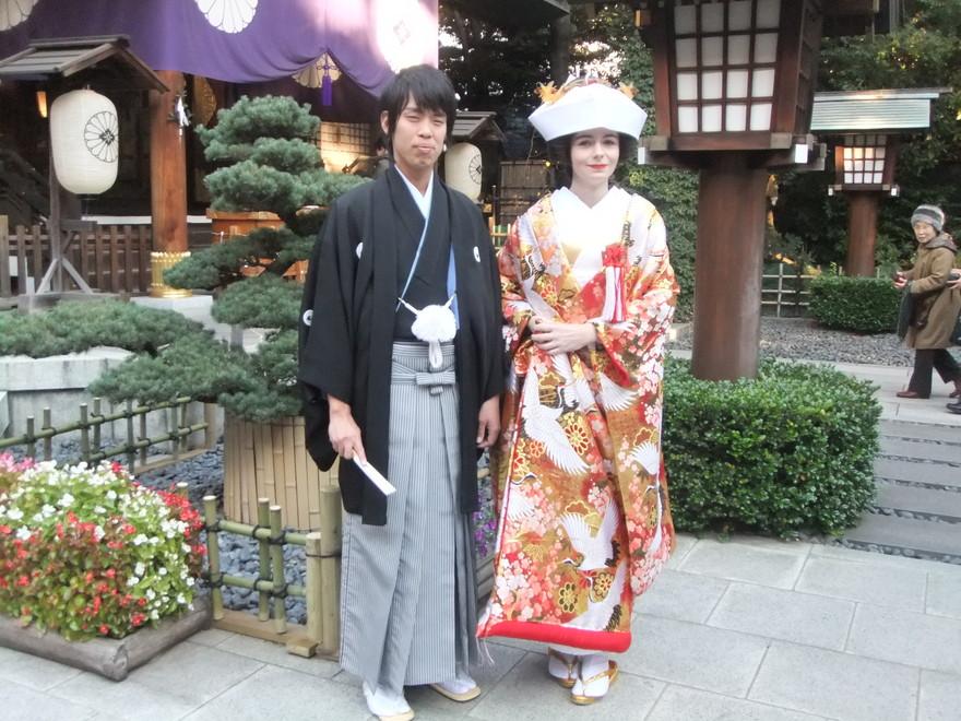 Elodie et Hiroaki en habits traditionnels, le jour de leur mariage