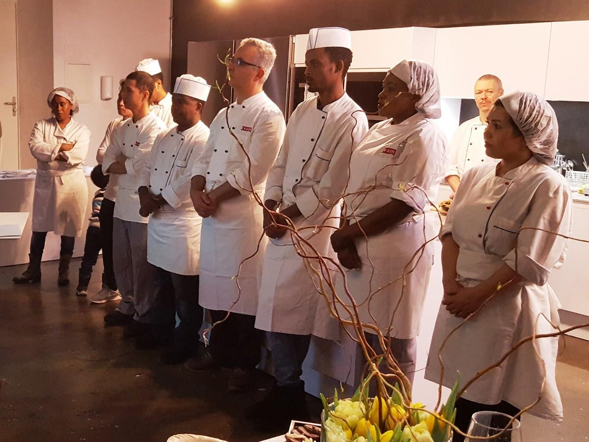 Prosperimo forme des aides de cuisine issus de la for Aide de cuisine